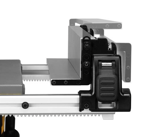 image showing the fence on the dewalt dwe7480 table saw