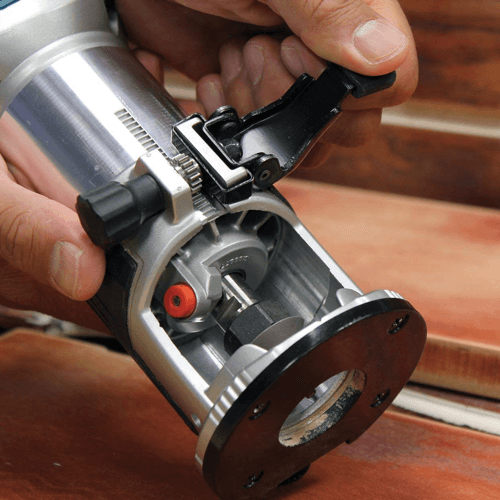 image showing the adjustment mechanism of the Makita RT0701C compact router