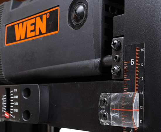 image showing the gauge on the wen 6552 thickness planer