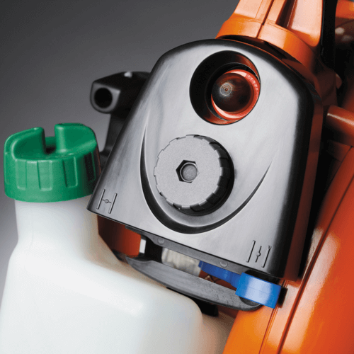 image showing the air purge bulb on the Husqvarna 125B leaf blower that makes it easier to start