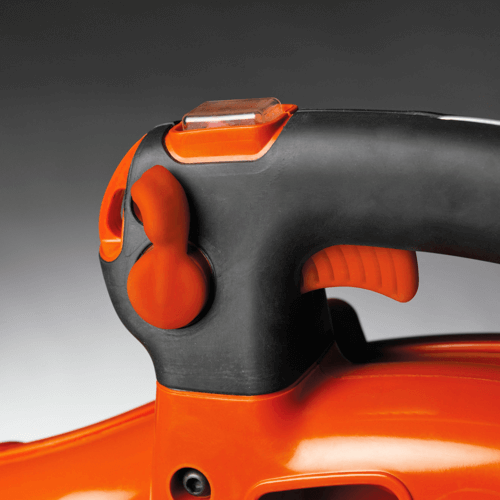 image showing both the variable speed control of the Husqvarna 125B leaf blower