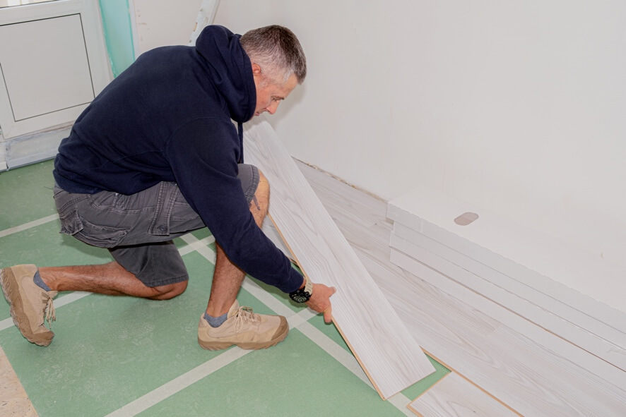 an image showing laminate flooring being lifted without damage