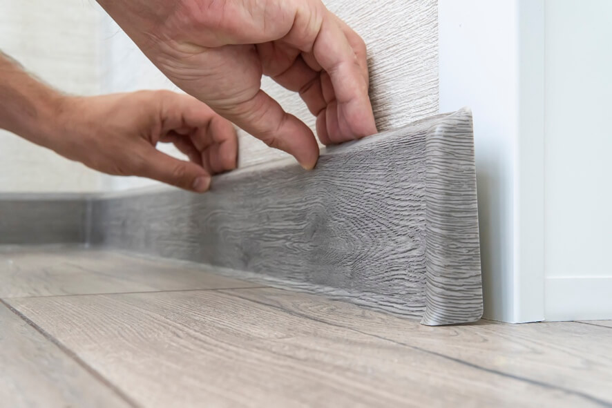 can laminate flooring be reused - removing skirting board image